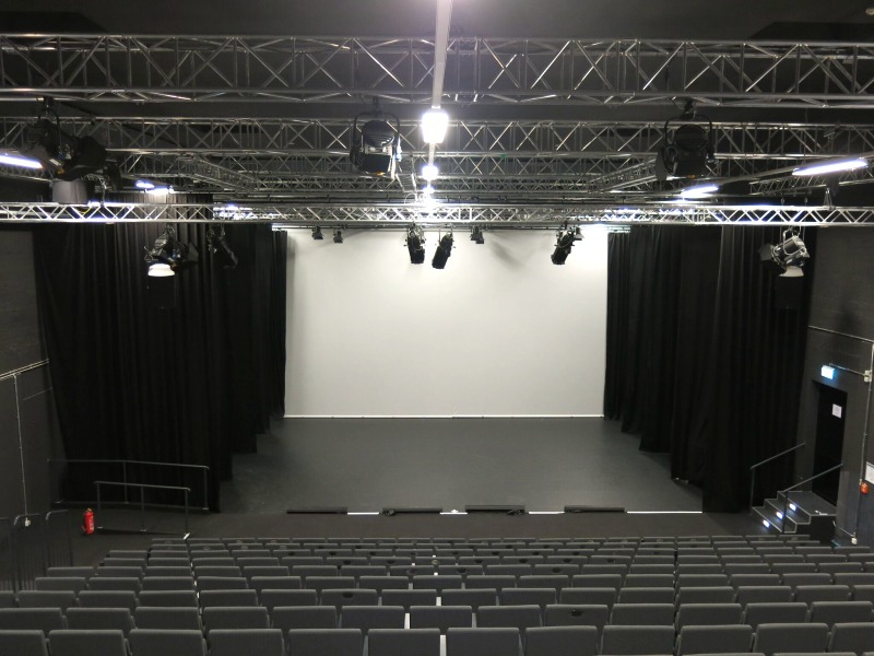 first stage theater hamburg altona. Black Bedroom Furniture Sets. Home Design Ideas